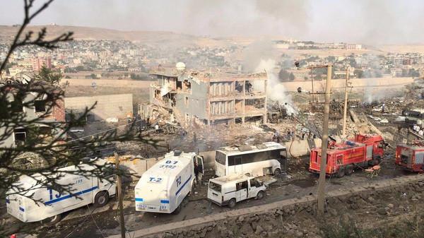شاحنة مفخخة تقتل 11 في تركيا واردوغان يتهم (الكردستاني)
