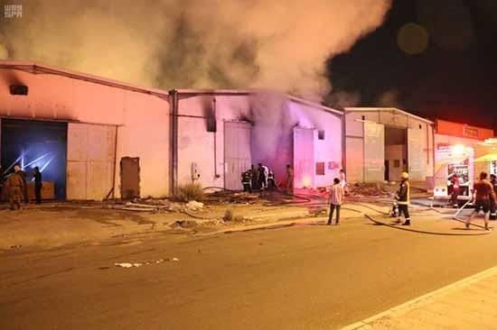 السيطرة على حريق مستودعات في مكة المكرمة