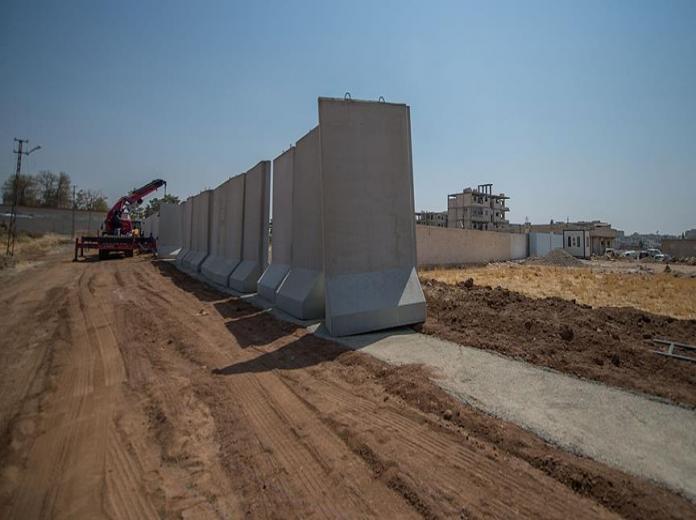 تركيا تستأنف بناء جدار على حدودها مع سورية