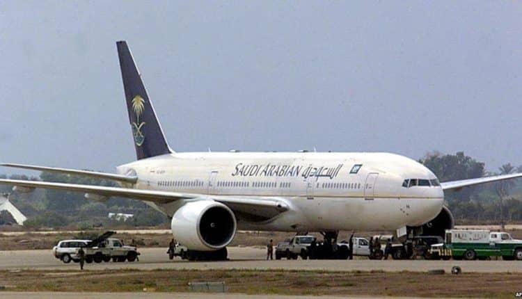 بعد انفجار احد إطاراتها..هبوط طائرة السعودية بسلام في مطار اسلام أباد