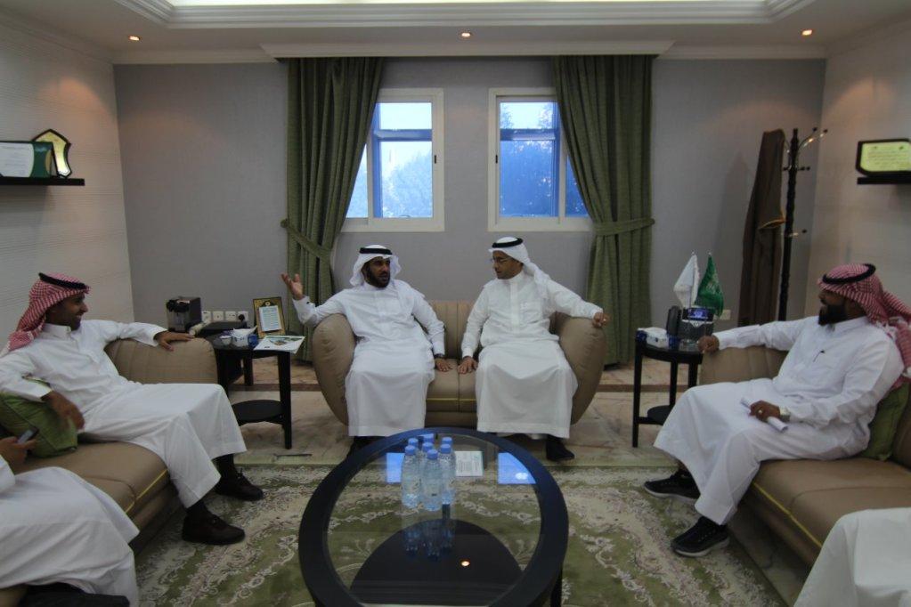 """ضمن مشروع زراعة ٣ ملايين شجرة على مستوى المملكة وزارتا """"البيئة"""" و""""النقل"""" تبحثان تحديد مواقع جديدة للتشجير بمنطقة الرياض"""