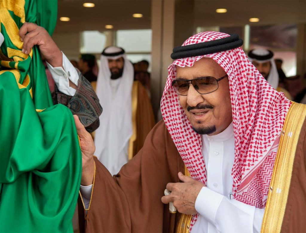 خادم الحرمين الشريفين يرعى الحفل الختامي لمهرجان الملك عبدالعزيز للإبل