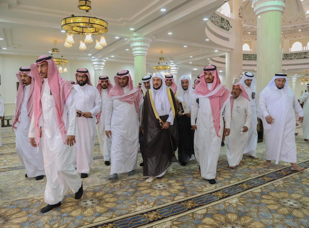 وزير الشؤون الإسلامية يزور محافظة الحريق ويتفقد قطاعات الوزارة