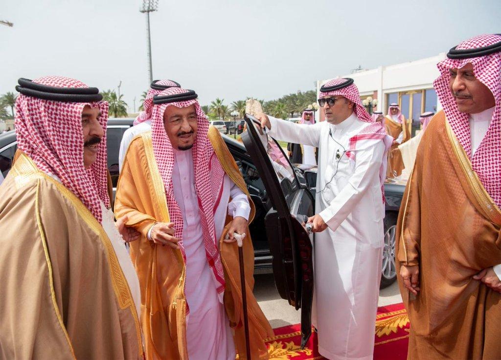 خادم الحرمين الشريفين يعقد لقاء أخويا مع ملك مملكة البحرين
