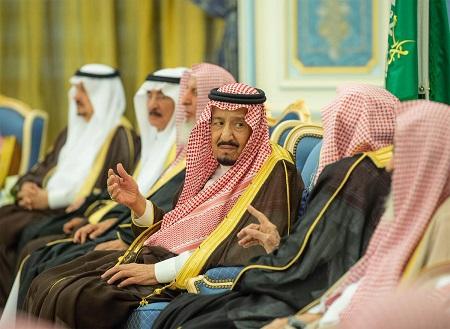 خادم الحرمين الشريفين يلتقي الأمراء والمفتي والمسئولين والمواطنين