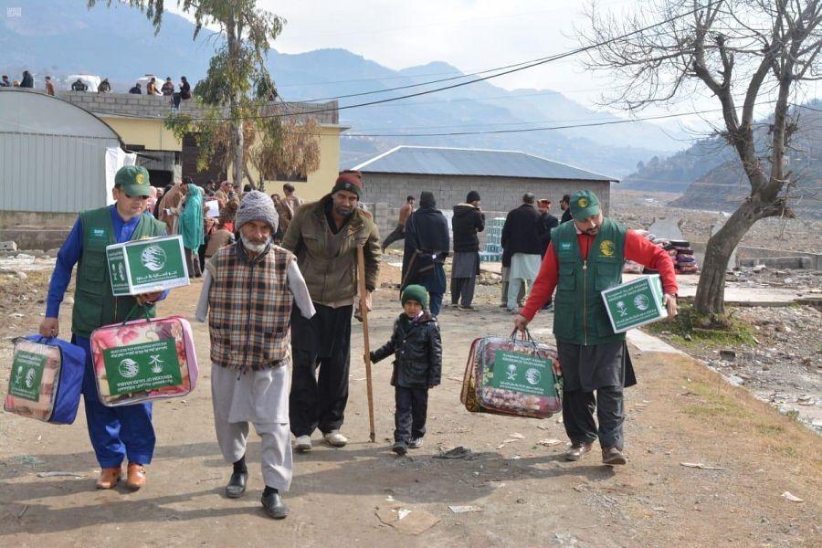 مركز الملك سلمان للإغاثة يوزع ٥٤٠ حقيبة شتوية في كشمير الباكستانية