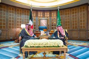 خادم الحرمين الشريفين يعقد جلسة مباحثات مع رئيس مجلس الوزراء الكويتي