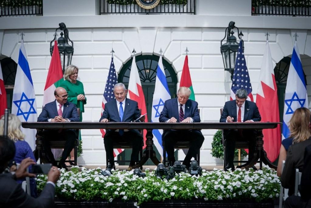 معاهدة واتفاقية..الإمارات والبحرين تفتحان طريقا للسلام مع إسرائيل