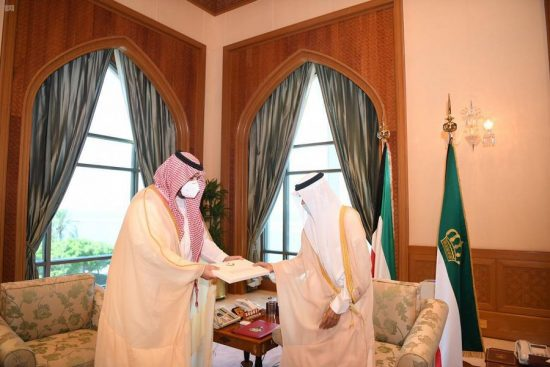 الأمير تركي بن محمد يسلم رسالة من خادم الحرمين الشريفين إلى أمير الكويت