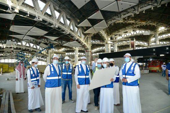 وزير النقل يقف ميدانيا على أعمال مطار الملك خالد الدولي