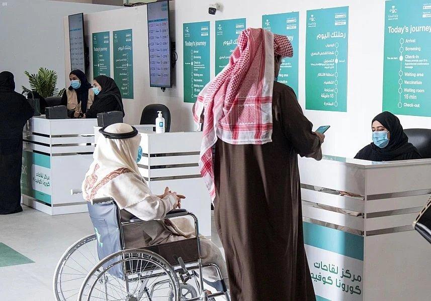 الصحة: 98% من كبار السن تلقوا  لقاح فيروس كورونا