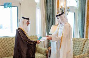 سفير خادم الحرمين الشريفين في قطر يسلم أوراق اعتماده