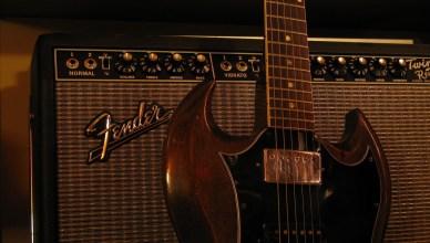 Gibson guitar heading towards bankruptcy?