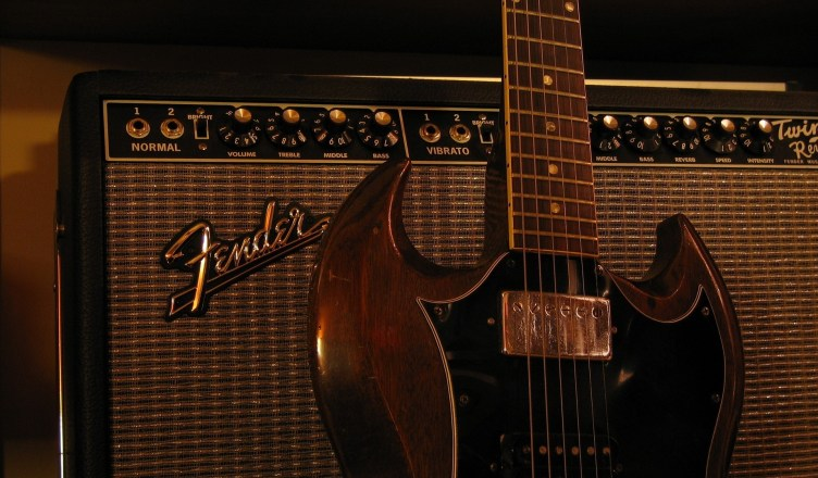 Gibson guitar heading towards bankruptcy?