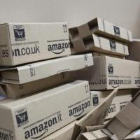 "200.000 ""clientes"" escribían reseñas falsas en Amazon a cambio de productos gratis"