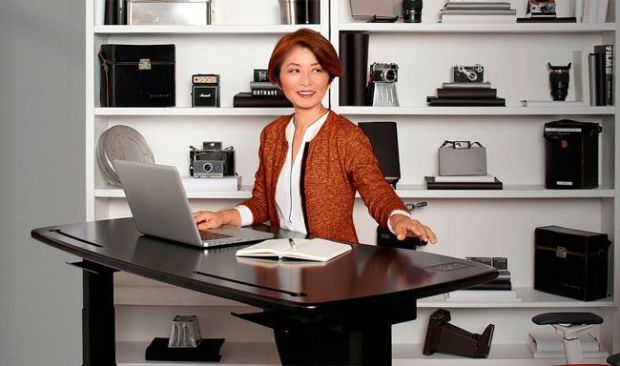Stir M1 es una mesa capaz de ajustar su altura para poder trabajar sentados o de pié
