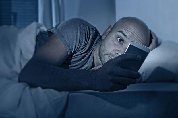 Activa el dark mode o modo oscuro de WhatsApp en Android