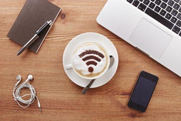 Peligros de usar puntos de conexión WiFi públicos
