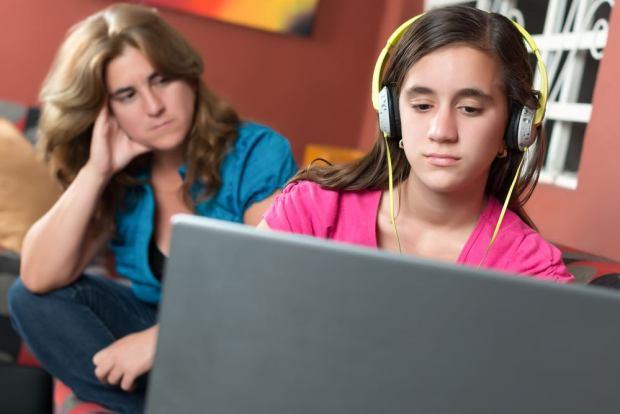 1 de 4 cuatro padres latinoamericanos desearía tener mayor vigilancia de las actividades de sus hijos en su vida digital