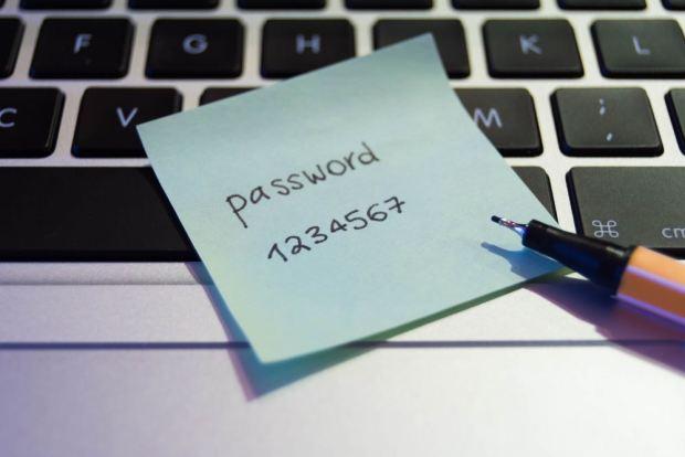 ¡No lo hagas! Uno de cada dos españoles usa la misma contraseña para su email, banco o redes sociales