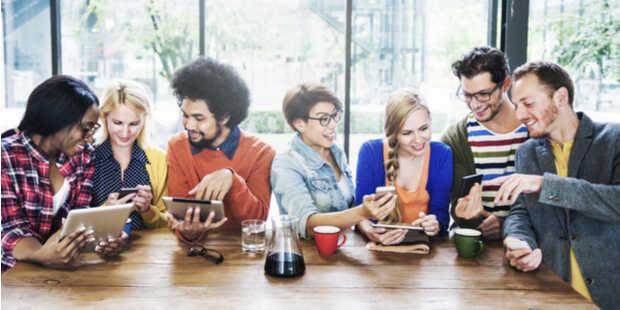 Amigos con tecnología