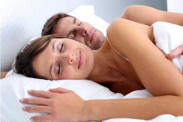 Cómo interpretar sueños y sus significados - Pareja durmiendo