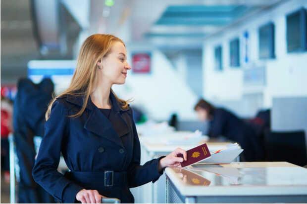 Migración revisión pasaporte Pasos para extender la permanencia en Estados Unidos con visas de turismo, negocios y estudiantes