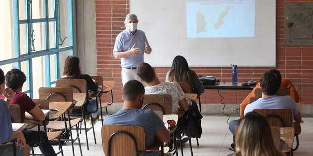 una vez al mes alumnos y profesores de la UCAB deberán asistir al campus, para realizar actividades vinculadas con las materias prácticas. Las evaluaciones continuarán aplicándose en las plataformas virtuales.