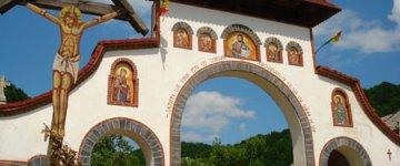 manastirea-rohia-poarta-2