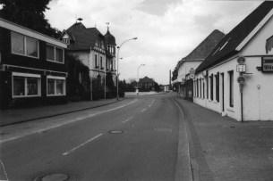 -53- Gaststätte Beelsmann 1993, linke Straßenseite die LzO
