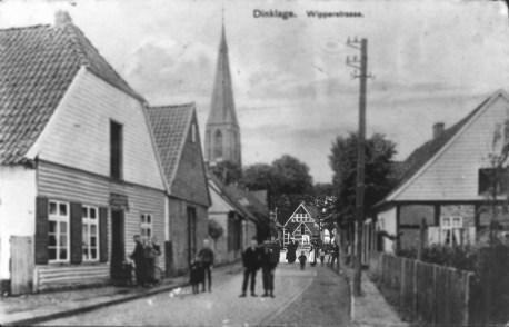 -77- Auf dieser Aufnahme aus der Burgstraße ist das Gebäude Kamphaus noch gerade zu erkennen.