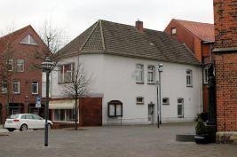 -19a- ehemals Gier Rückseite zum Kirchplatz (kurz vor Abriss 2014)