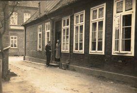 -198- Blick auf die Bäckerei Keuzmann, aus der Gartenstraße auf die Lange Straße