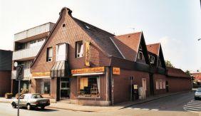 -199- Kreuzmann, später Bäckerei Schmidt. das heutige Erscheinungsbild der Fassade ist leider in einem sehr viel schlechteren Zustand