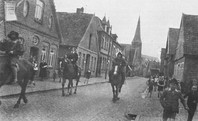 -223- links die Häuser Schewe/Gattwinkel, dann ehemals Wehry, und Kemme