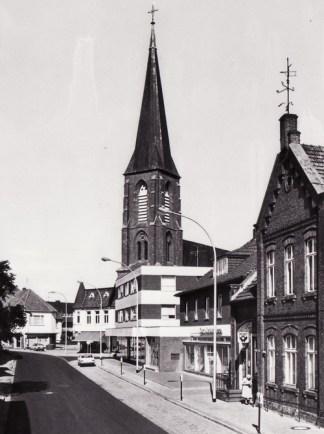 -21- Lange Straße noch mit Postamt, links davor Blumen Bahlmann und SpaDaKa