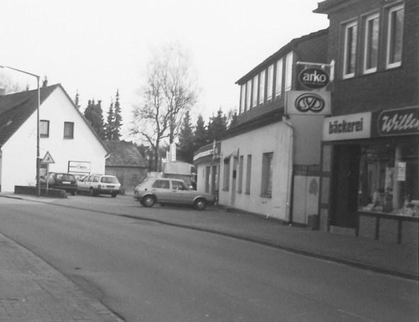-99- Das Haus wurde 1957 abgerissen und durch ein Größeres ersetzt. Links daneben sieht man das Haus Hilgefort.
