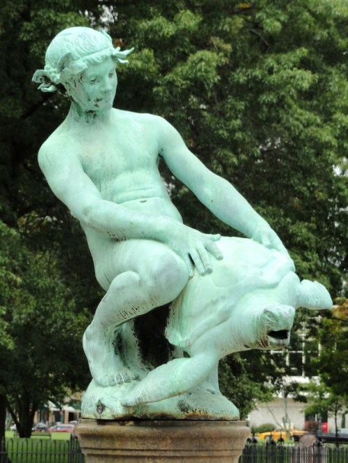 The-Worlds-Most-Bizarre-and-WTF-Statues-0014
