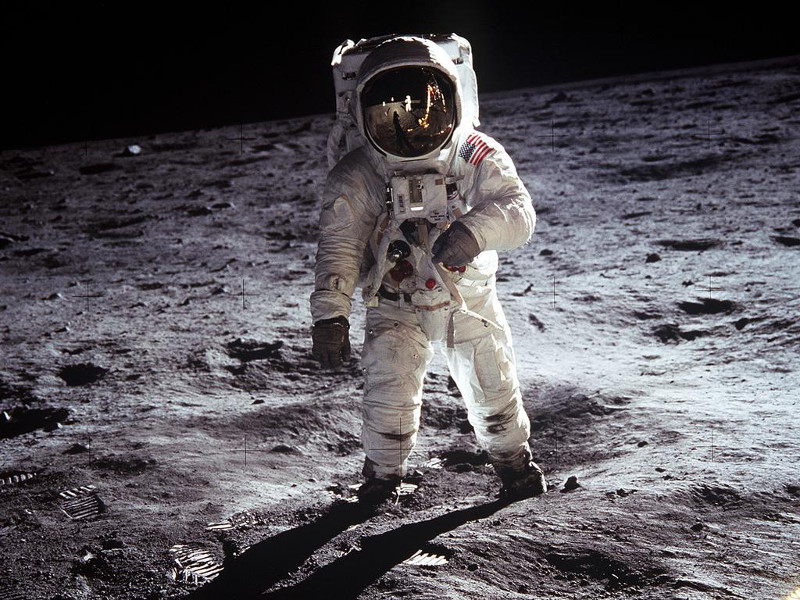 man-on-the-moon-hd-wallpapers