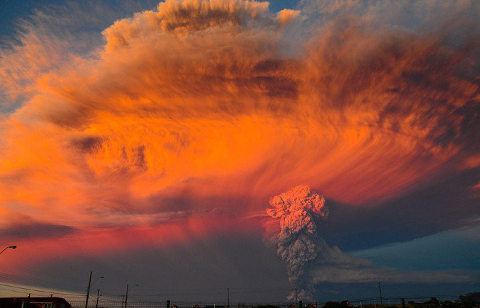 Breathtaking Photos Show Chile's Calbuco Volcano Erupting For The First Time In 42 Years