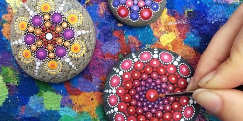 Stone Art Mandala – Elspeth Mclean Canada 15