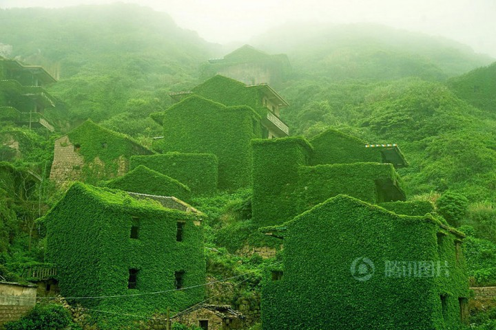 Breathtaking Photos Of Abandoned Chinese Fishing Village Being Conquered By Nature