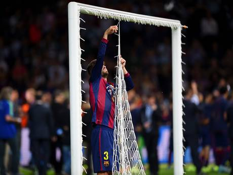 Why Gerard Pique actually took the net from the Champions League Final?