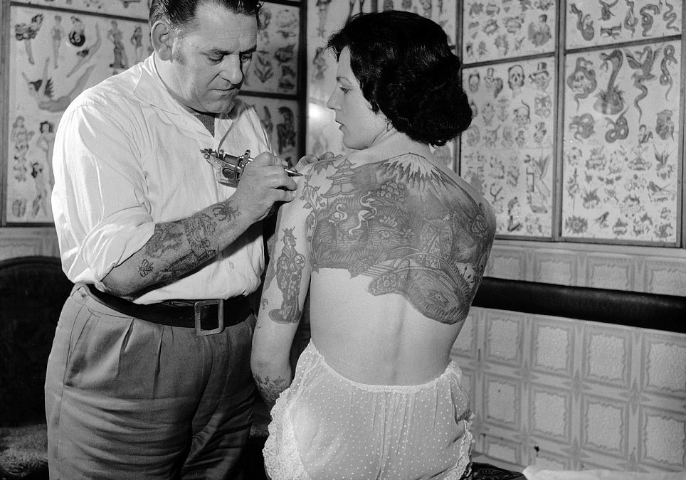 18 Vintage Photos of Tattooed Women from the 1890s to the 1960s