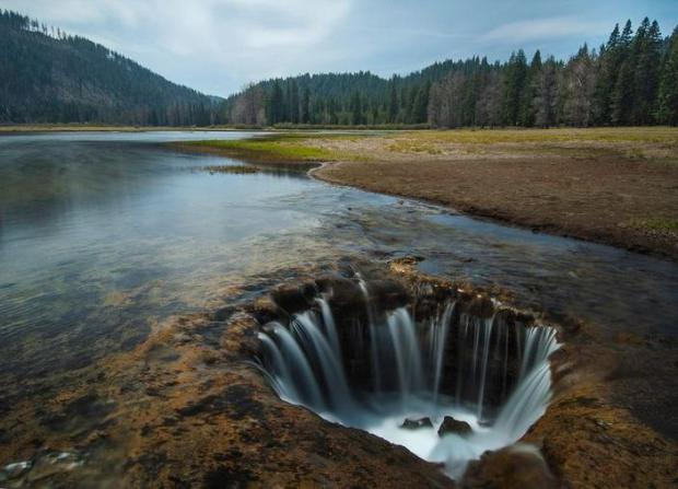 Oregon's 'Lost Lake' disappearing through lava tubes