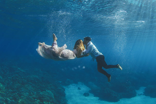 UNDERWATER WEDDING PORTRAITS IN MAUI