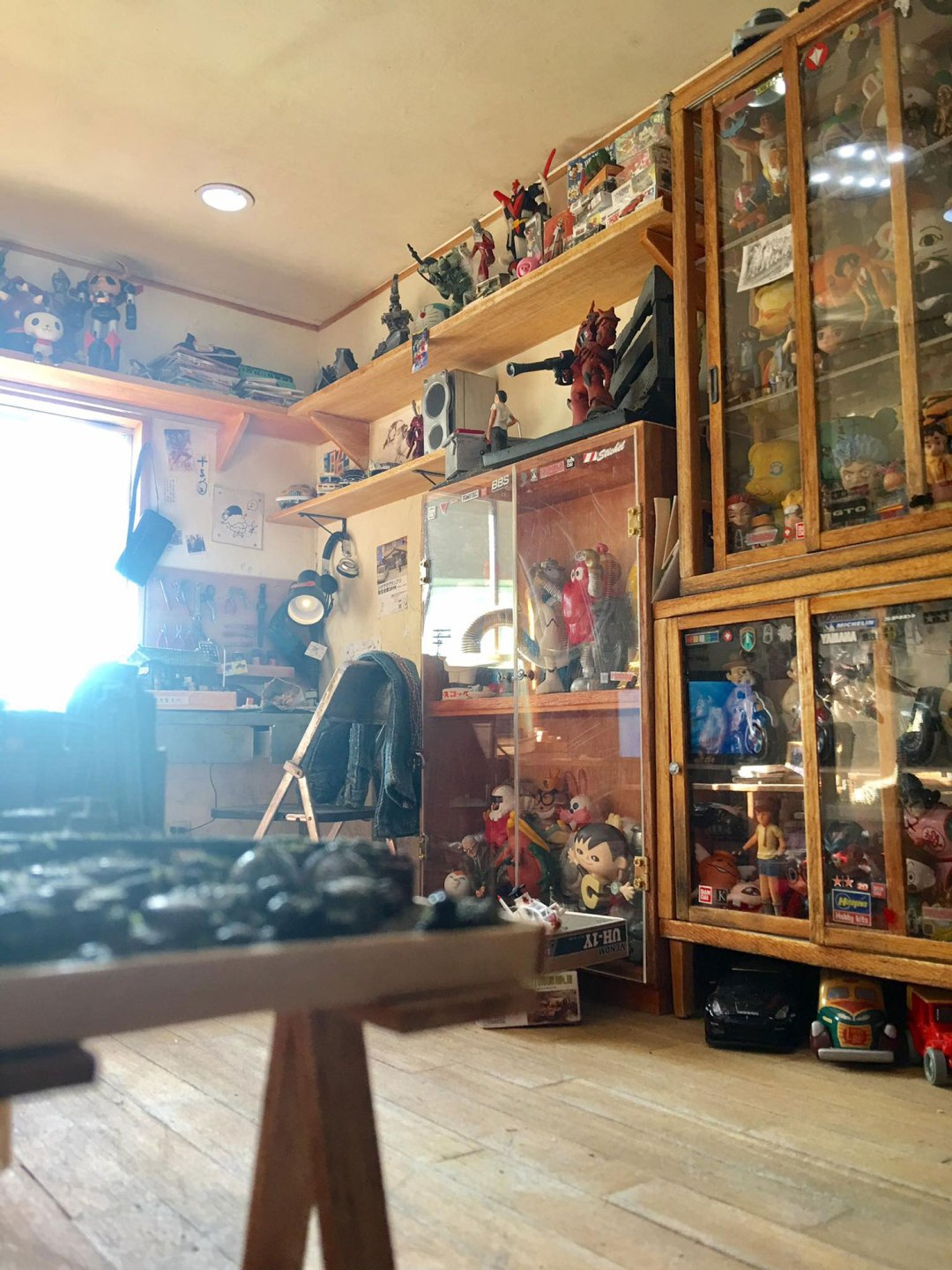 ARTIST MAKES MINIATURE MODEL OF HIS ROOM 18