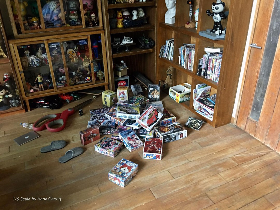 ARTIST MAKES MINIATURE MODEL OF HIS ROOM 26
