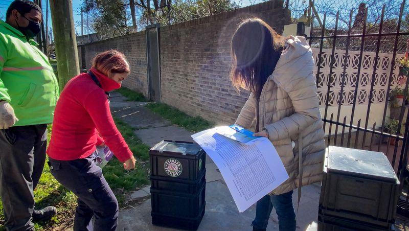 Escobar Sostenible, más de 270 vecinas y vecinos se adhirieron al débito automático impulsado por la Municipalidad y reciben sus composteras