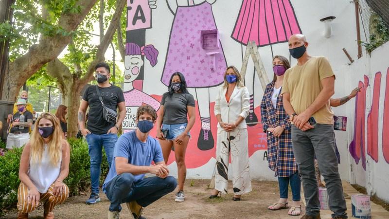 Juan Andreotti y Malena Galmarini presentaron un mural para concientizar sobre la violencia hacia la mujer